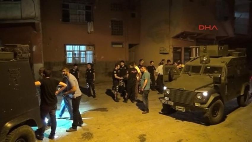 Adana'da 400 polisHürriyet Mahallesi'ne girdi