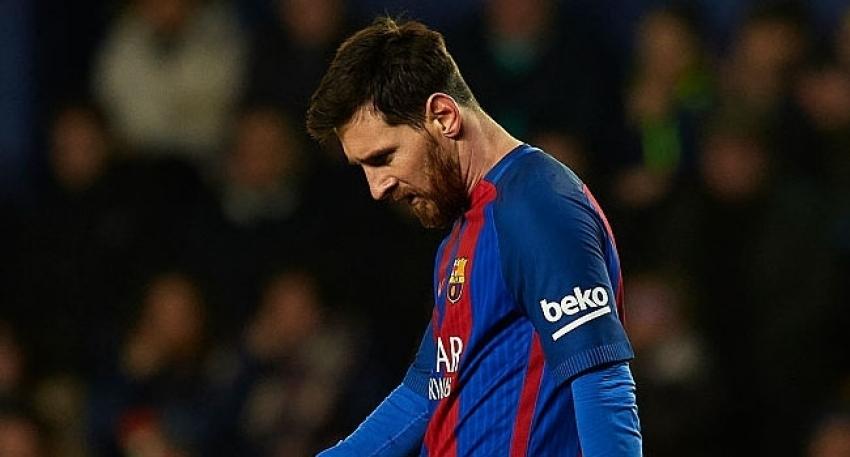 """Messi'ye """"gecikmeli"""" ceza"""