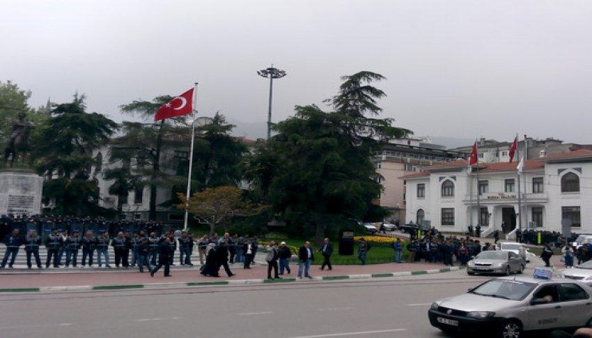 Bursa'da polis etten duvar ördü