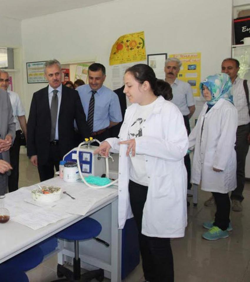Bursa'da öğrenciler, bilim şenliğinde projelerini sergiledi