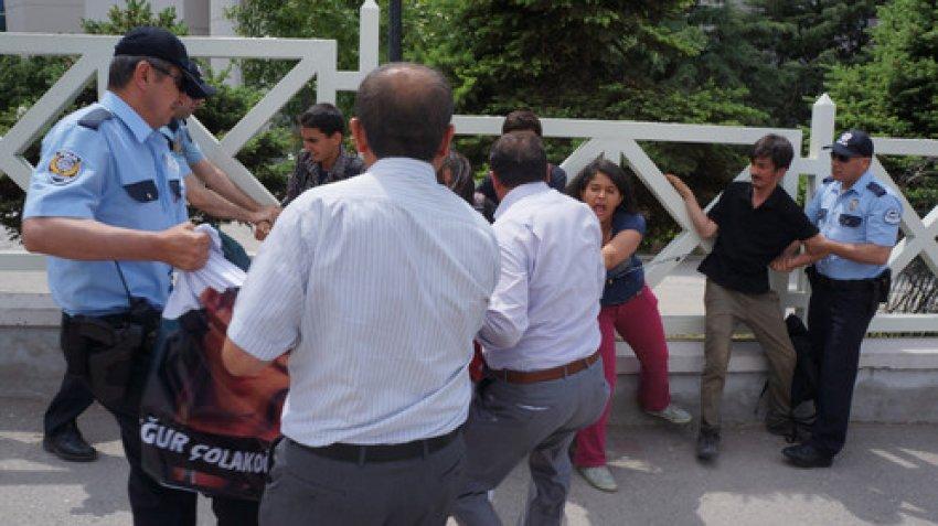 Çalışma Bakanlığı önünde zincirli eylem: 5 gözaltı