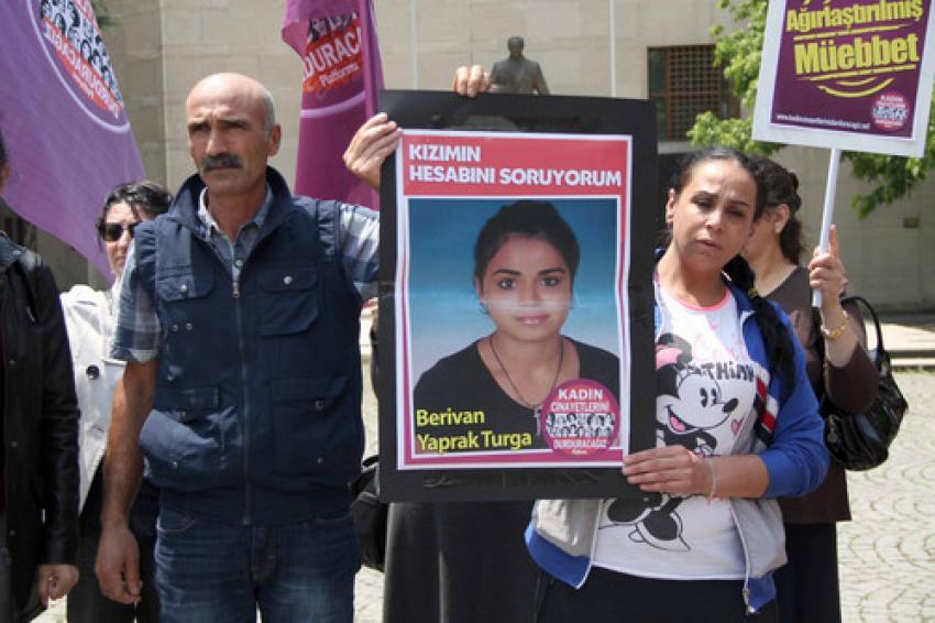 """Bursa'da kızı silahla vurulan anne feryat etti: """"Adalet istiyorum"""""""