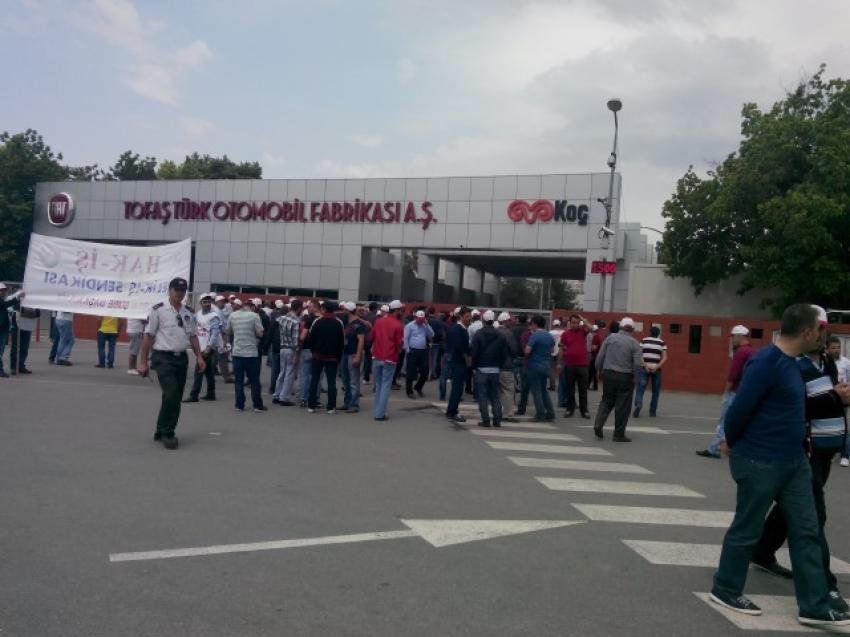 Tofaş'ta iş bırakma eylemine devam!  İşçiler, vardiyaları bitmesine rağmen dışarı çıkmadı
