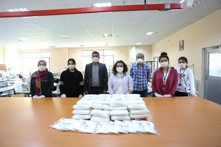 PAÜ bünyesinde üretilen maskeler, personele dağıtıldı