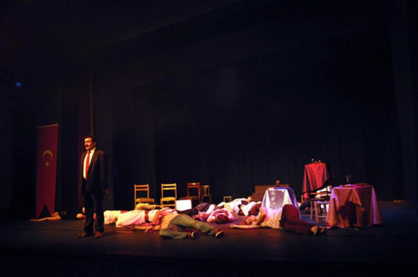 Muhasebeciler tiyatrocu oldu, roller değişti