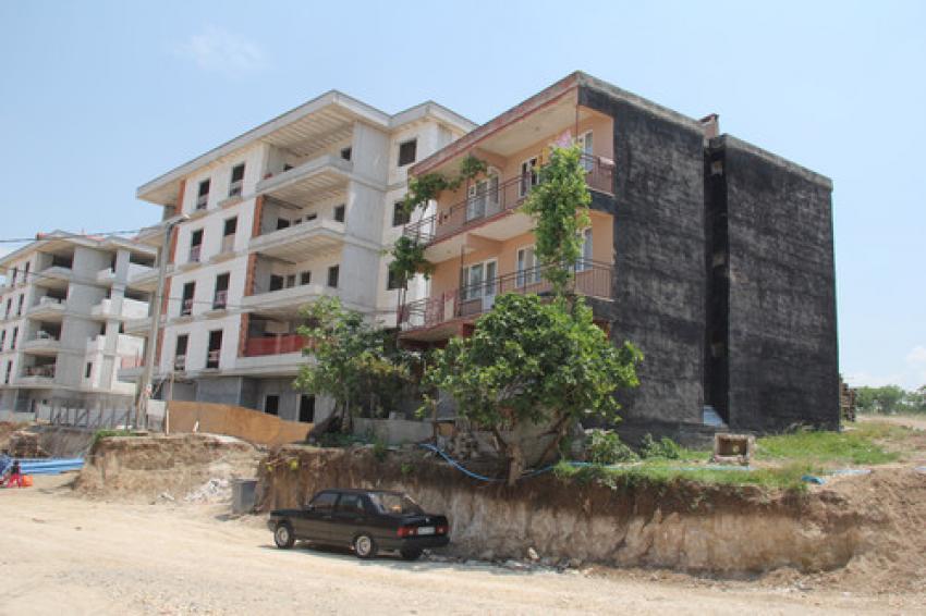 3 katlı evi yıkılma riski ile karşı karşıya