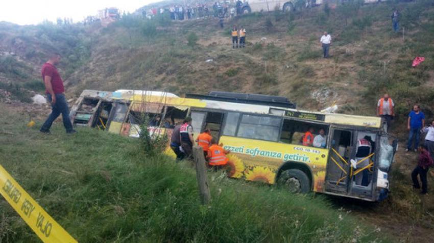 Belediye otobüsü dereye yuvarlandı: 2 ölü, 27 yaralı