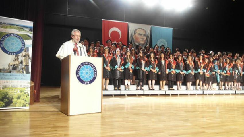 Uludağ Üniversitesi'nde mezuniyet coşkusu