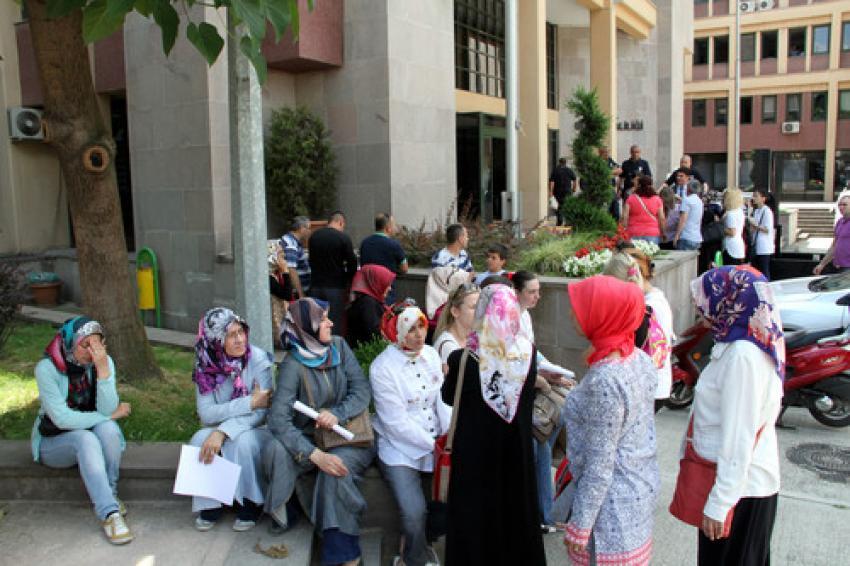 Bursa'da 4+4+4 mağdurları yeniden valiliğe yürüdü
