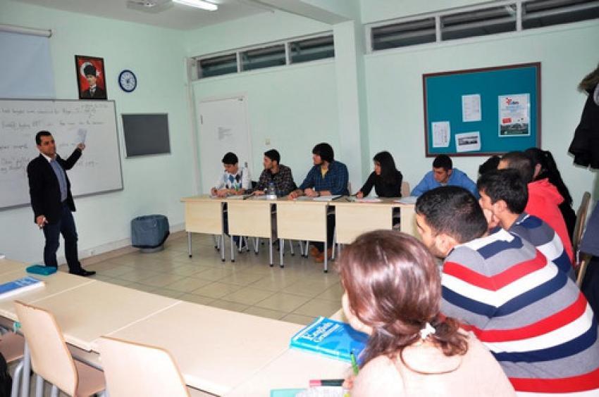 BTÜ, 12 yabancı eğitmenle İngilizce öğretecek