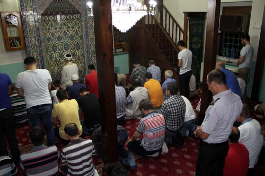 Bursa'da Kadir Gecesi'nde camiler doldu taştı