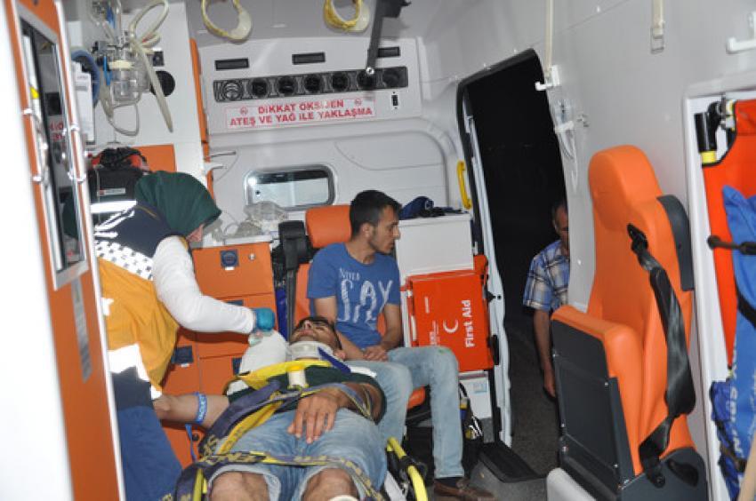Bursa'da araç direğe çarptı! 4 yaralı