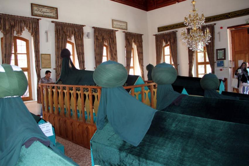Bursa'daki bu türbeye ziyaretçi akını