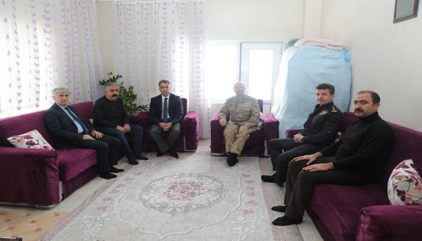Vali Oktay Çağatay, şehit ailesini ziyaret etti