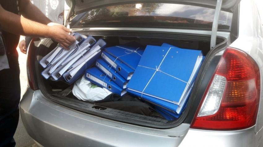 FSM'de gözaltına alınan hırsızlar bir bagaj dolusu suç dosyasıyla adliyede