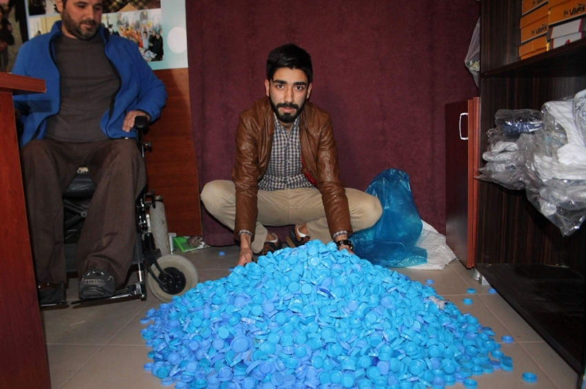 Engelli komşusu için 50 bin mavi kapak topladı