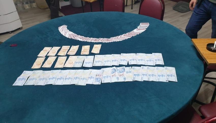 Yasağa rağmen kumar oynayan 12 şahsa ceza yağdı