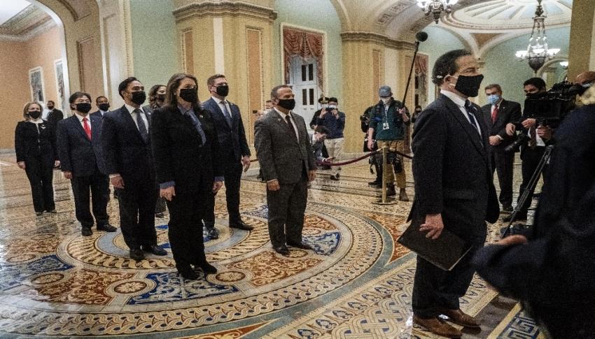 Trump hakkında hazırlanan azil maddesi Senato'ya gönderildi