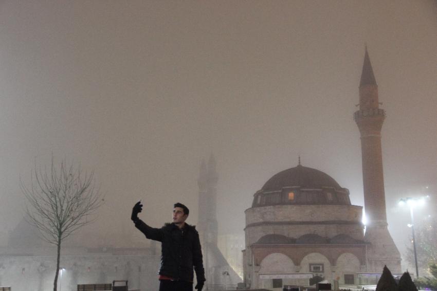 Yoğun sis kartpostallık görüntüler oluşturdu