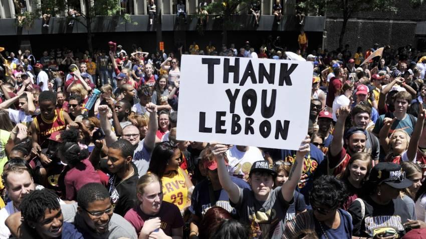 LeBron'dan Muhammed Ali sergisine bağış