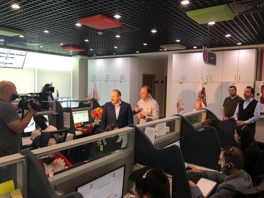 Bakan Varank'tan Beyaz Masa Çağrı Merkezi'ne bayram ziyareti