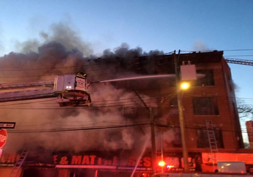 New York'ta 4 katlı binada yangın: 8 yaralı