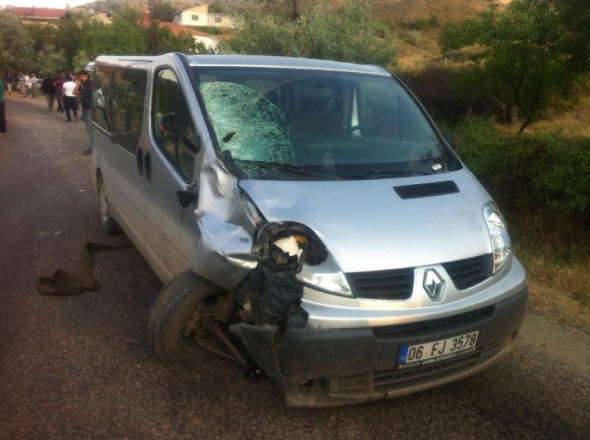 2 genç feci kazada hayatını kaybetti