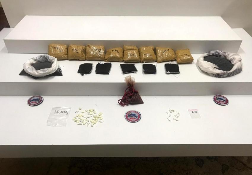 Polisin durduğu şahıslardan 15 kilo uyuşturucu çıktı