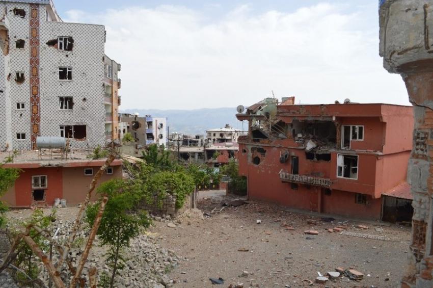 Teröristler Şırnak'ı harabeye çevirdi