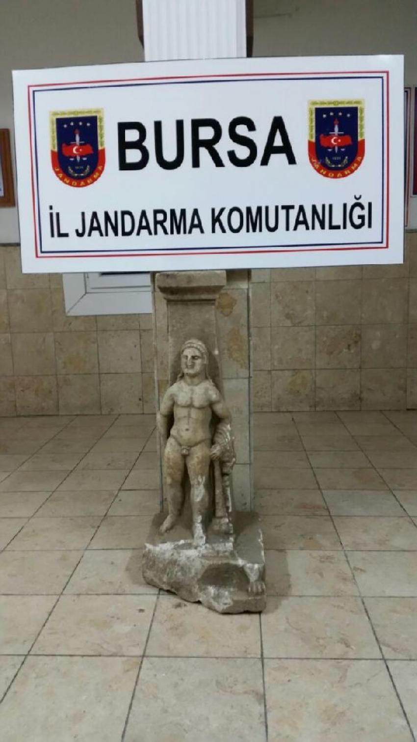 Marangoz atölyesinde heykel ele geçirildi