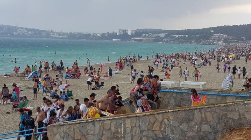Tatilcilerin fırtınayla sınavı