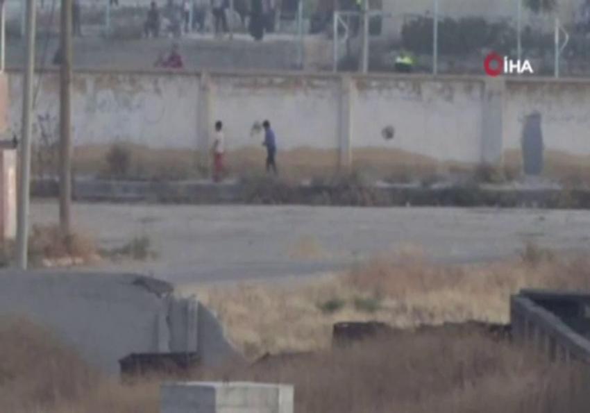 Teröristler gazetecileri görünce çocukları sıraya dizip yürüttü