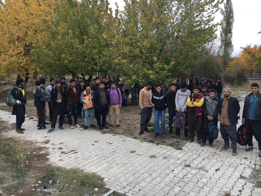 Van'da 47 kaçak göçmen yakalandı