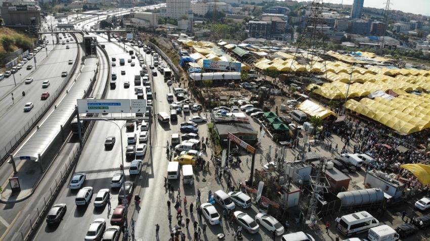E-5 yanyolda hayvan pazarı ve kesimhane trafiği havadan görüntülendi