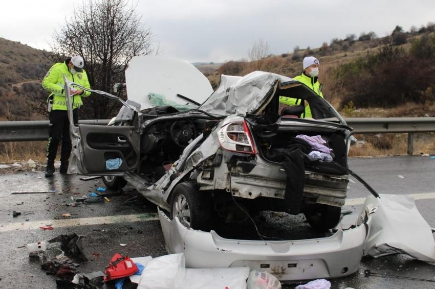 Kaza: 4 ölü 5 yaralı