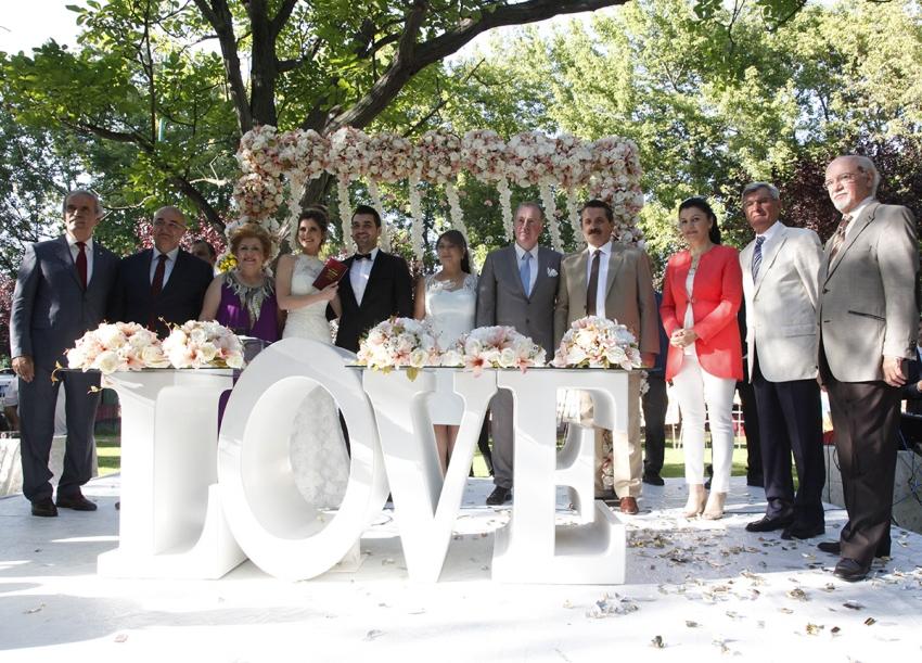 Bursa iş ve siyaset dünyasını buluşturan düğün…