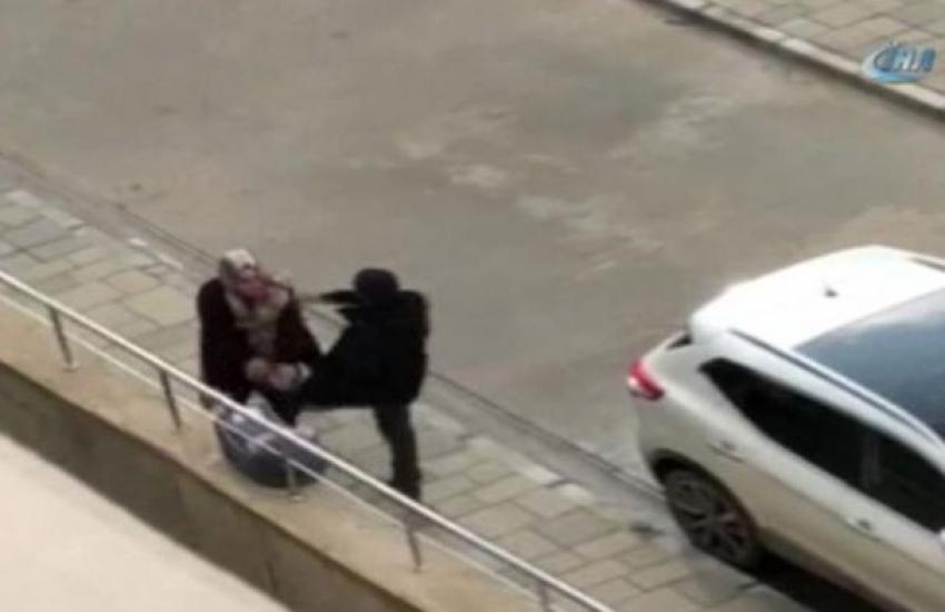 Bebekli kadına kaldırımda tekme attı