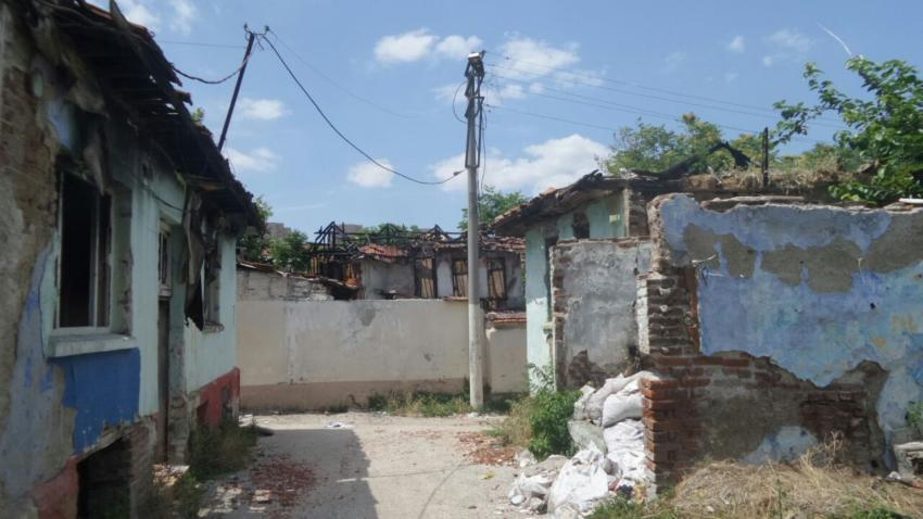 Tarihi evler kaderine terk edildi (ÖZEL HABER)