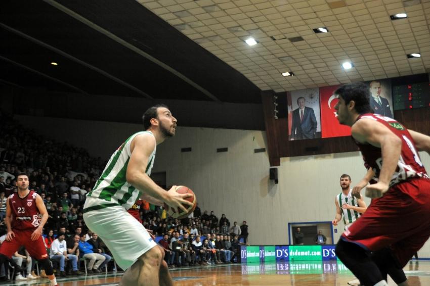 Bursaspor-Karesi maçına pota altında ilginç mücadele