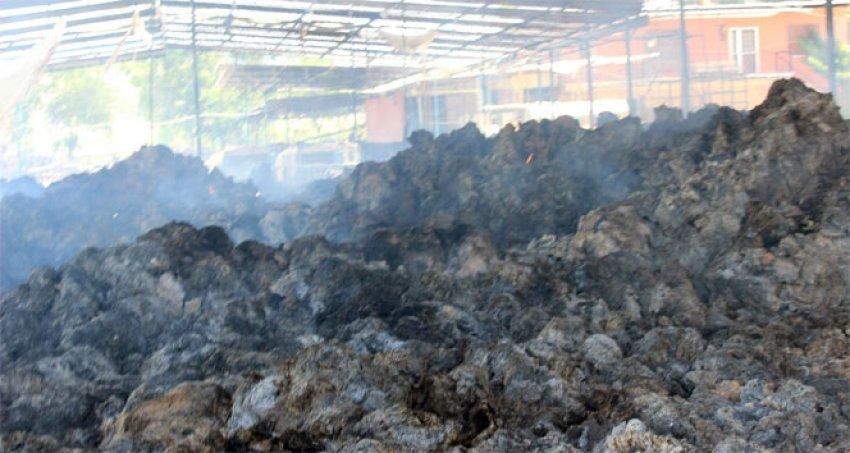 2 gündür süren yangında 300 ton saman yandı