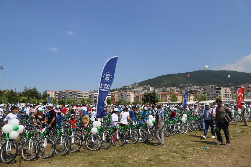 Bursa'da başarılı öğrencilere bisiklet!