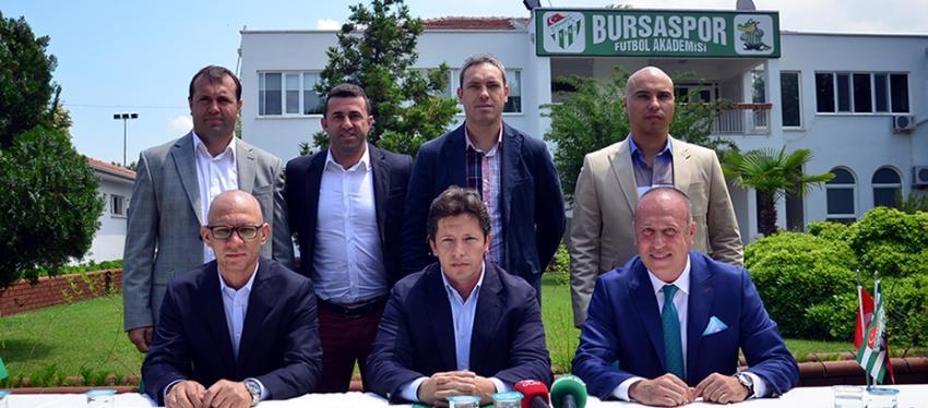 Yeşil Bursa'nın teknik ekibi sözleşmelerini İmzaladı