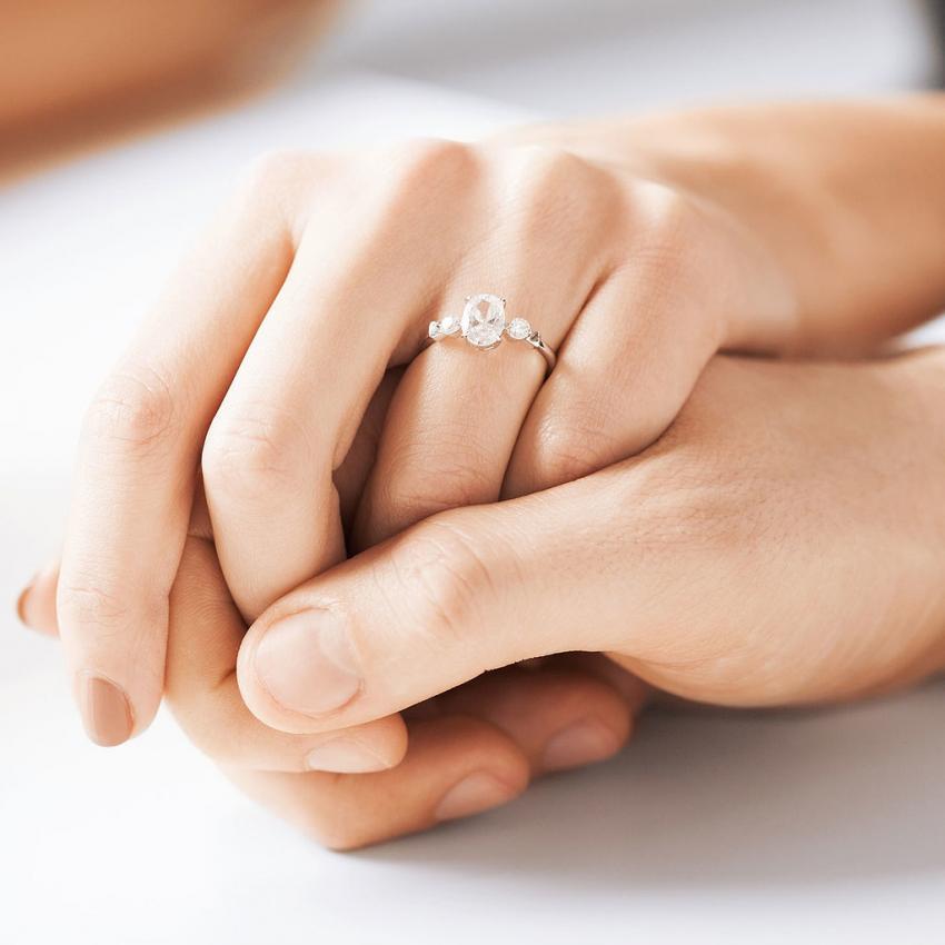 Eşini kıskanan erkeklere müjde