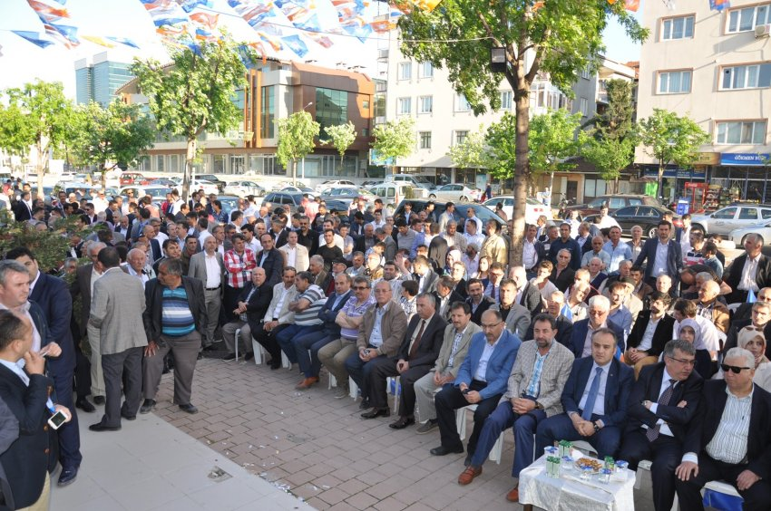 Ak Parti'nin seçim koordinasyon merkezi açıldı