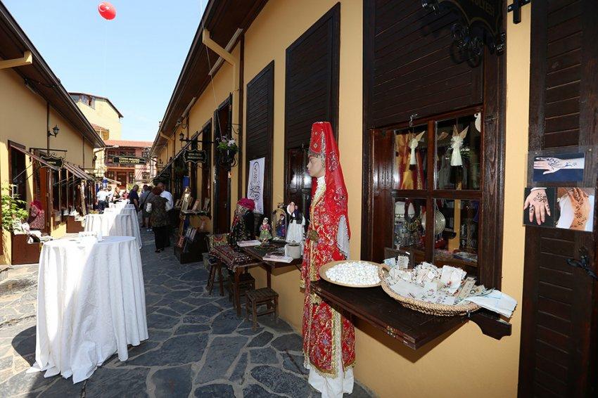 Bursa'ya renk katan açılış