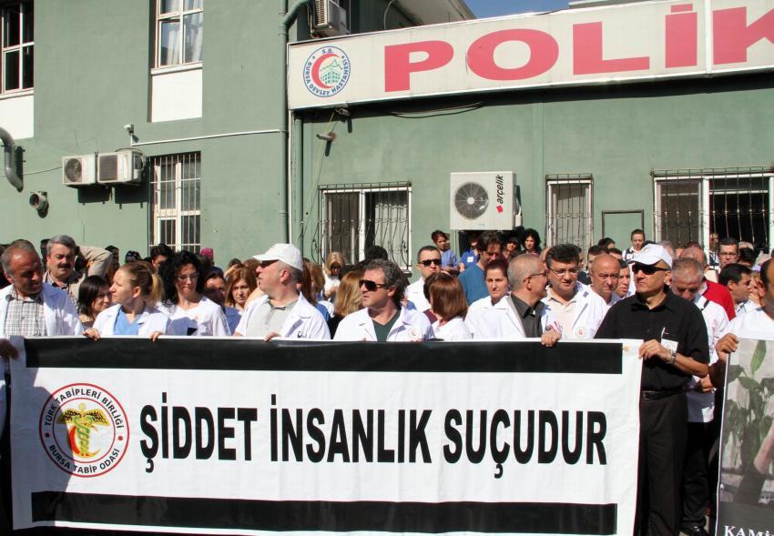 Bursa'da sağlıkçılar iş bıraktı