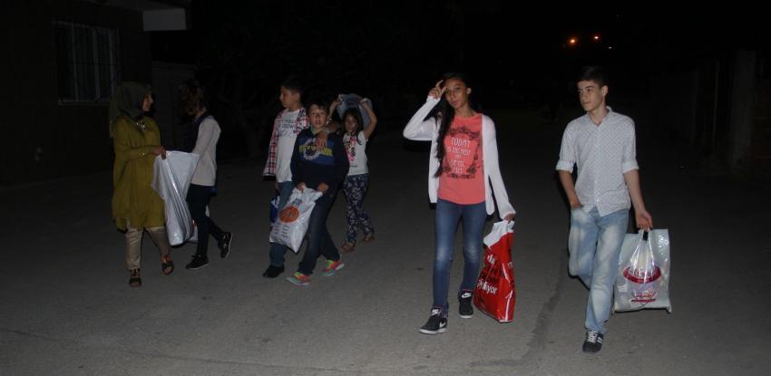 Bursa'da çocuklardan ilginç kandil kutlaması