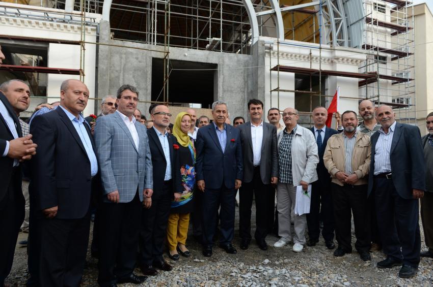 Arınç'tan Demirtaş Camii'ne övgü