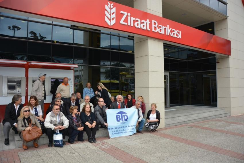 Bursa'da banka önünde oturma eylemi!