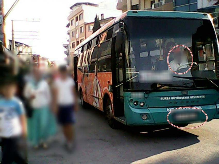 Bursa'da bu otobüsün  kart okuma cihazının sigortası mı attı?